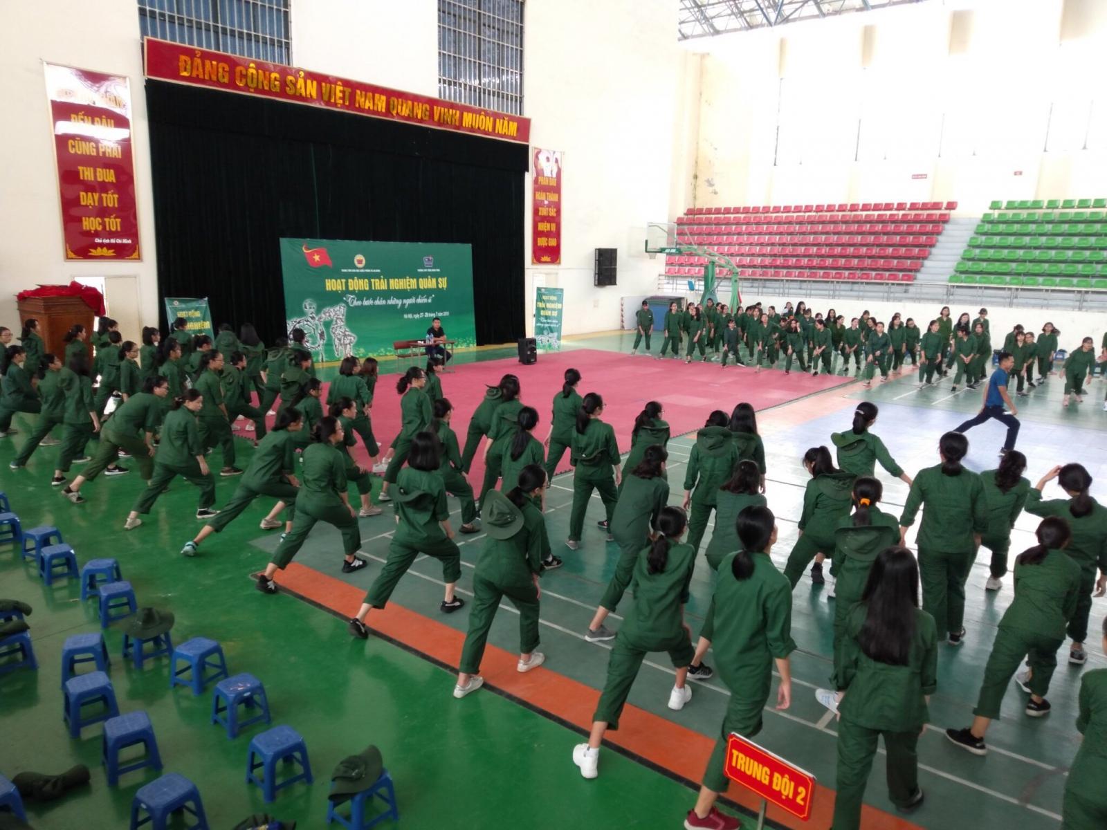Hoạt động kĩ năng sống của học sinh trường THPT Trần Nhân Tông