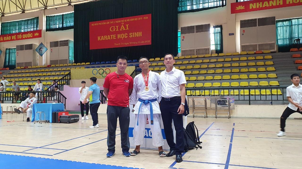 Huy chương Vàng môn Karatedo