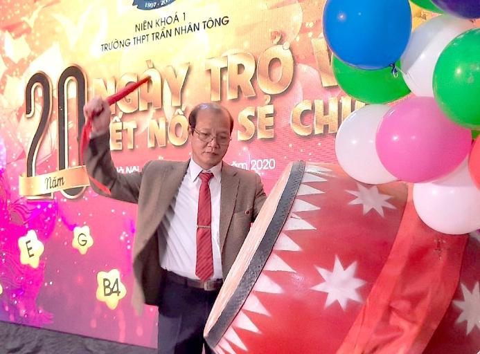 Xúc động 20 năm Ngày trở về của cựu học sinh trường THPT Trần Nhân Tông